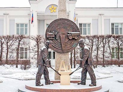 памятник золотодобытчикам