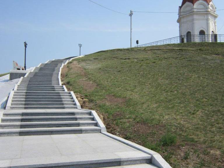 Гранитная лестница у часовни Параскевы Пятницы